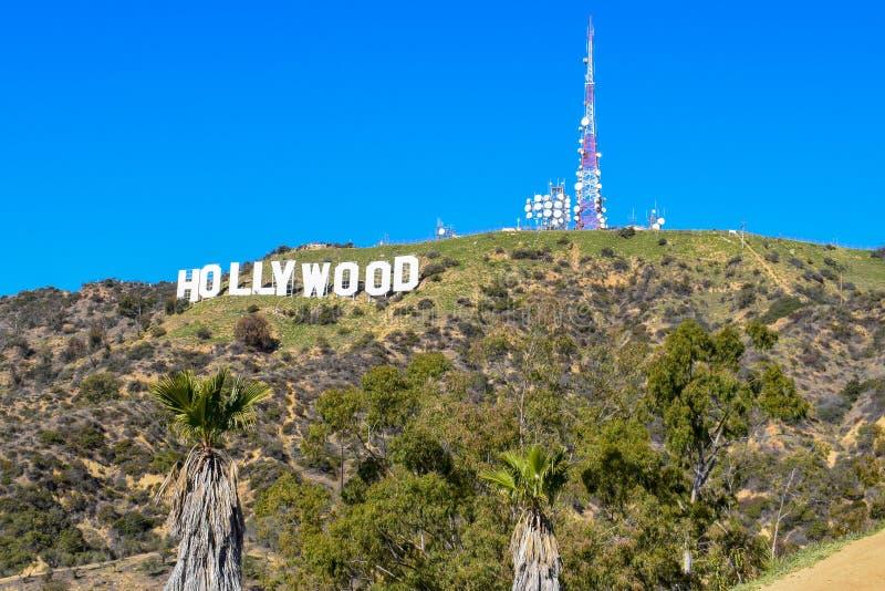 Los Angeles, Califórnia, EUA - 4 de janeiro de 2019: O sinal mundialmente famoso de Hollywood do marco imagem de stock royalty free