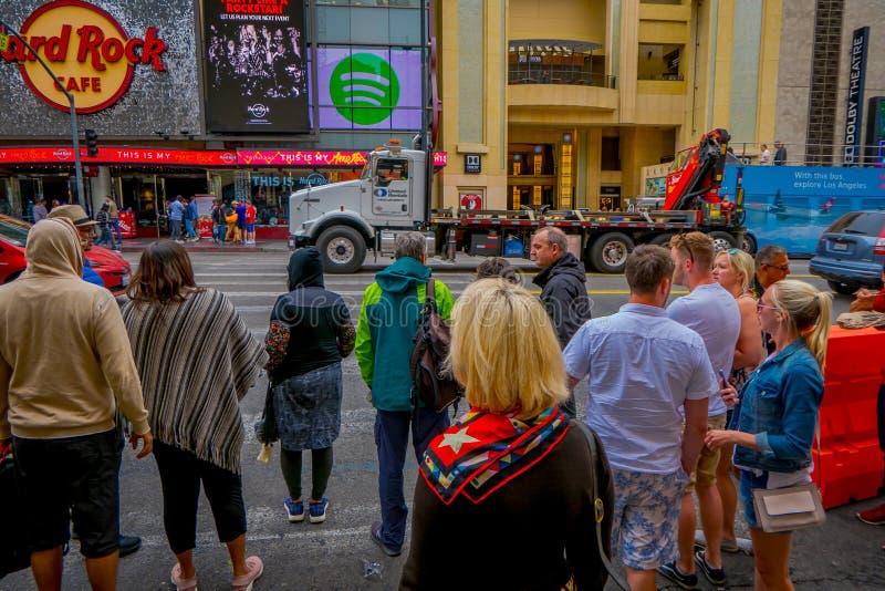 Los Angeles, Califórnia, EUA, JUNHO, 15, 2018: Caminhada exterior da visita dos povos da vista da fama em Los Angeles Caminhada d imagem de stock