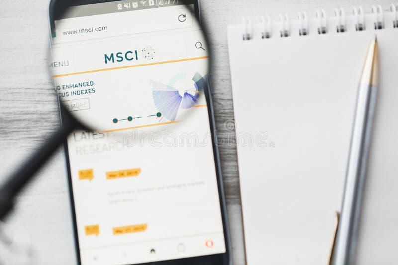 Los Angeles, Californië, de V.S. - 3 April 2019: Officiële de websitehomepage van MSCI onder vergrootglas Concept Morgan Stanley  royalty-vrije stock fotografie