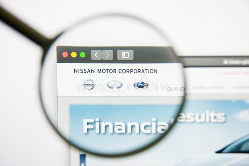 Los Angeles, Californië, de V.S. - 14 Februari 2019: Nissan Motor-websitehomepage Nissan Motor-embleem zichtbaar op monitor royalty-vrije stock foto's
