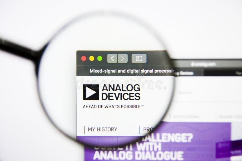 Los Angeles, Californië, de V.S. - 25 Januari 2019: Analog Devices-de homepage van de Halfgeleiderswebsite Het analoge Embleem va stock foto