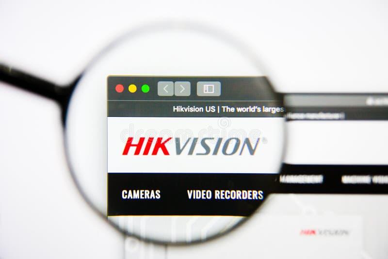 Los Angeles, Californië, de V.S. - 25 Januari 2019: De homepage van de Hikvisionwebsite Hikvisionembleem zichtbaar op het vertoni stock afbeeldingen