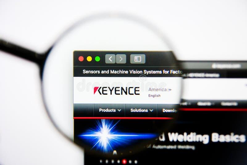 Los Angeles, Californië, de V.S. - 25 Januari 2019: De homepage van de Keyencewebsite Keyenceembleem zichtbaar op het vertoningss royalty-vrije stock afbeeldingen