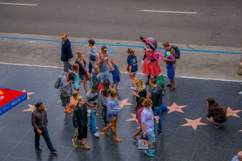 Los Angeles, Californië, de V.S., 15 JUNI, 2018: Boven mening van niet geïdentificeerde toeristen in gang van bekendheid in Los A royalty-vrije stock foto's