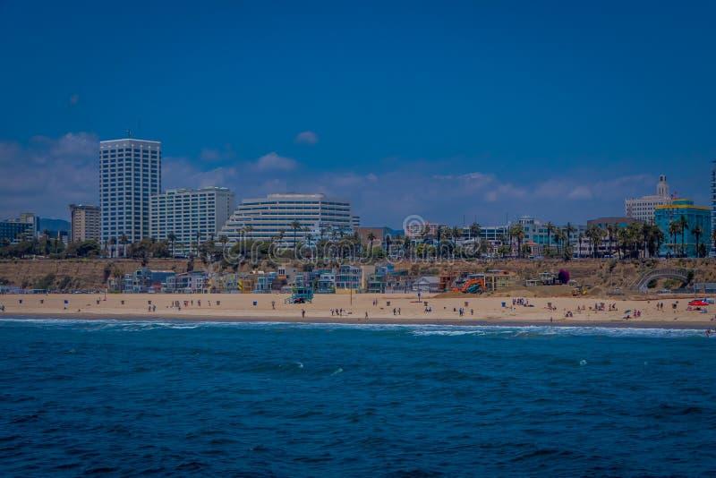 Los Angeles, Californië, de V.S., 15 JUNI, 2018: Openluchtmening van Santa Monica State Beach, in de rug woon stock fotografie