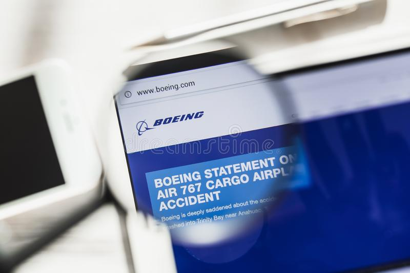 Los Angeles, Californië, de V.S. - 6 Maart 2019: Boeing-homepage van de Bedrijf de officiële website onder vergrootglas Concept stock foto's
