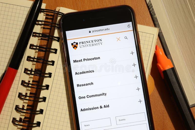 Los Angeles, Californië, VS - 7 december 2019: Het scherm van de telefoon met Princeton de pagina van de website van de Universit royalty-vrije stock fotografie