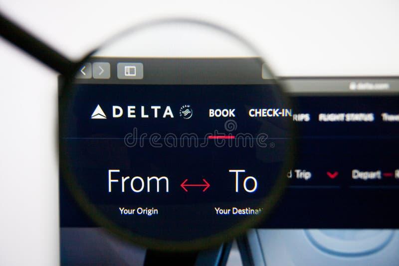Los Angeles, California, U.S.A. - 14 febbraio 2019: Homepage del sito Web di Delta Air Lines Logo di Delta Air Lines visibile sop fotografia stock
