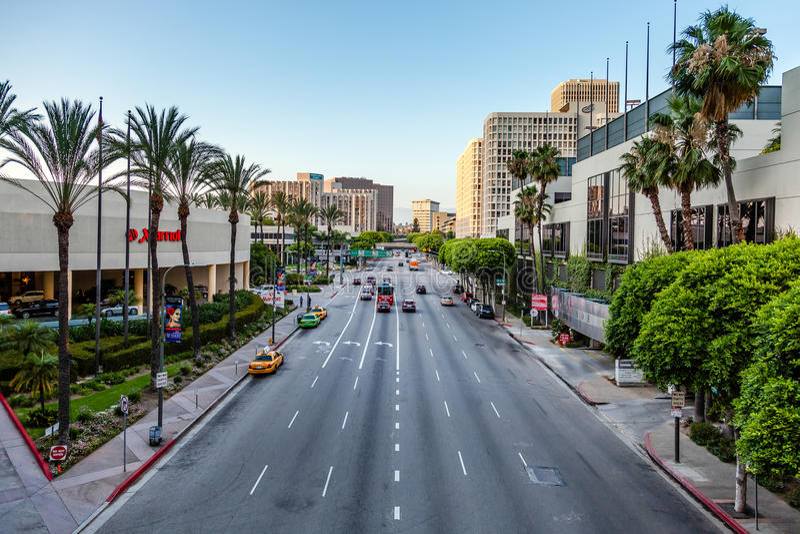 LOS ANGELES CALIFORNIA/USA - JULI 28: Trafik i Los Angeles arkivfoto