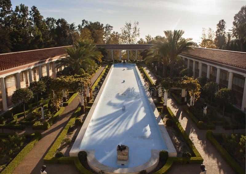 Los Angeles CALIFORNIA/USA, am 18. November 2015: Auf Tatsachen beruhende Beschreibung des Bildinhalts, leeres Pool am Getty-Land stockbilder