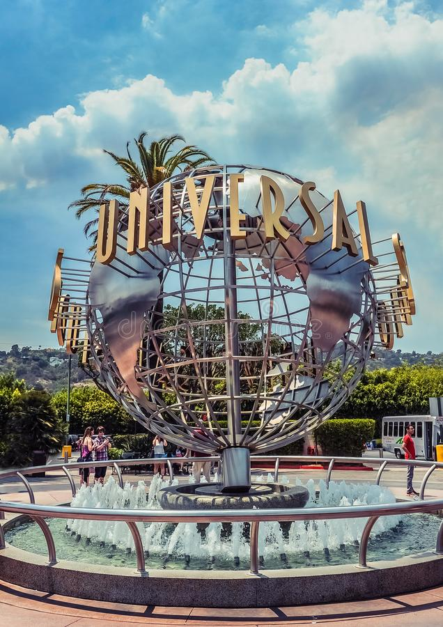 Los Angeles/California/USA - 07 19 2013: Universal Studio znak na round kruszcowej rzeźbie fotografia stock