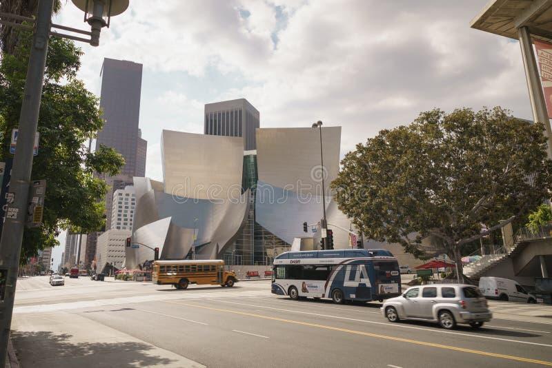 LOS ANGELES - CIRCA NOVEMBER, 2017: Walt Disney Concert Hall i Los Angeles i november den soliga dagen fotografering för bildbyråer