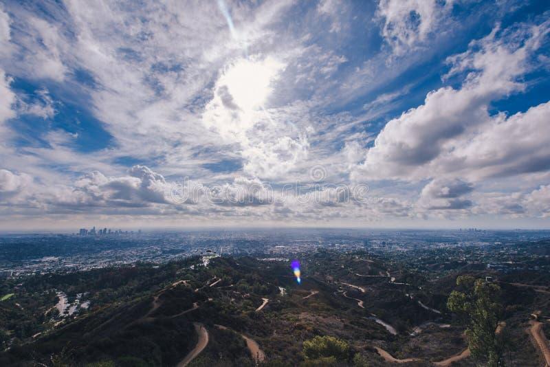 Los Angeles cityscape från överkant av Griffith Park arkivbilder