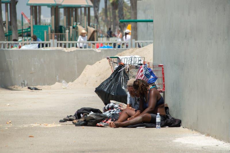 LOS ANGELES, de V.S. - 5 AUGUSTUS, 2014 - daklozen in het strand van Venetië royalty-vrije stock afbeelding
