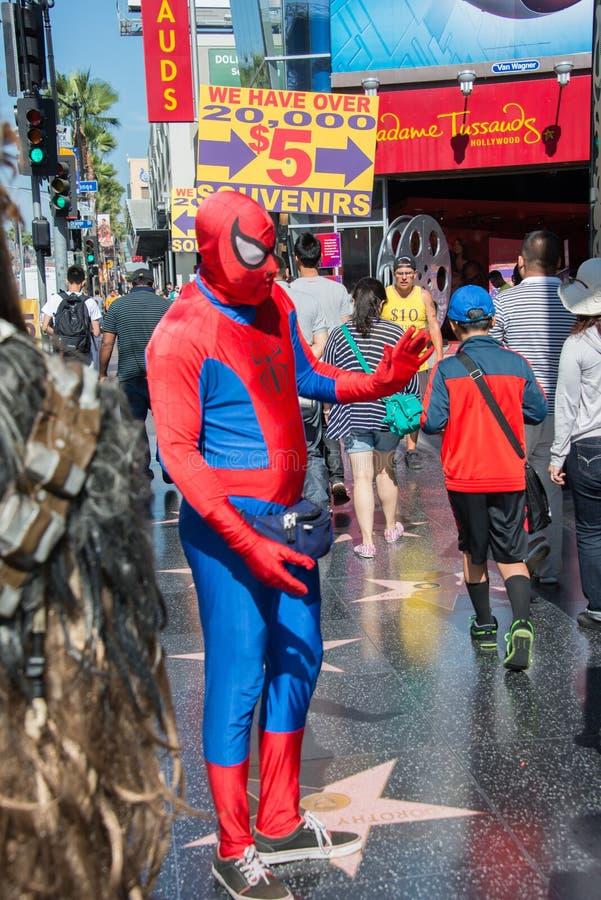 LOS ANGELES, de V.S. - 1 AUGUSTUS, 2014 - mensen en film maskeert op Gang van Bekendheid stock foto's