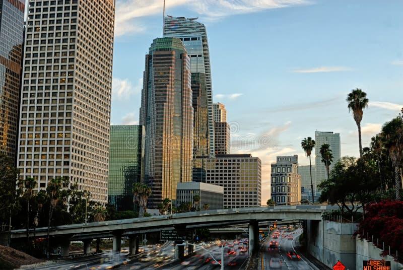 Los Angeles del centro come visto dall'altro lato del Harbor Freeway fotografie stock