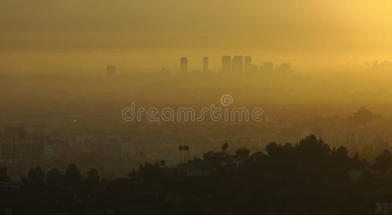 Los Angeles en smog bij zonsopgang stock foto