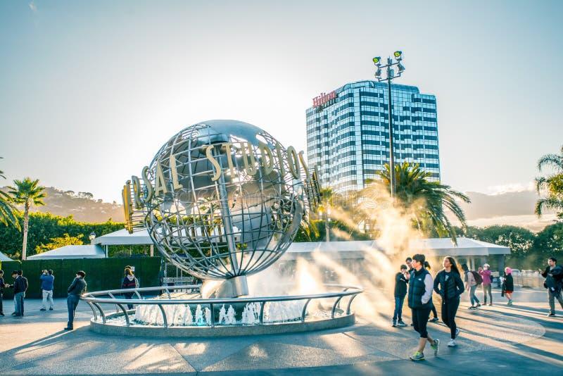 LOS ANGELES, Etats-Unis - mars 2018 : Globe de studios universels à l'entrée dans les studios universels Hollywood Park, photos libres de droits