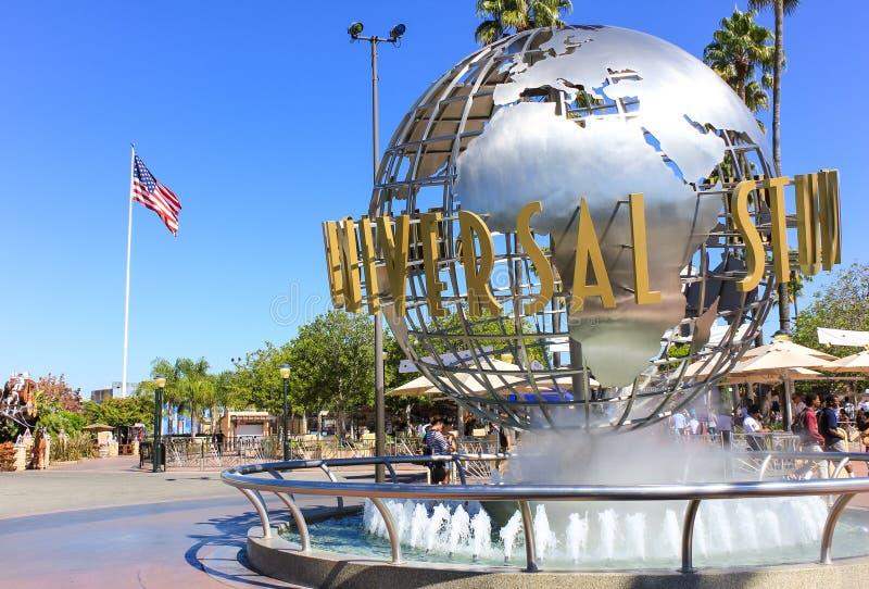 Los Angeles, Etats-Unis - 13 octobre : Symbole universel de Studion devant le parc à thème de Hollywood de studio universel le 13 photographie stock