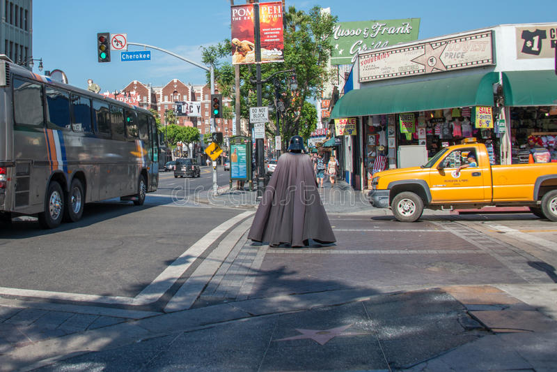 LOS ANGELES, EUA - 1º de agosto de 2014 - máscara dos povos e do filme na caminhada da fama fotografia de stock
