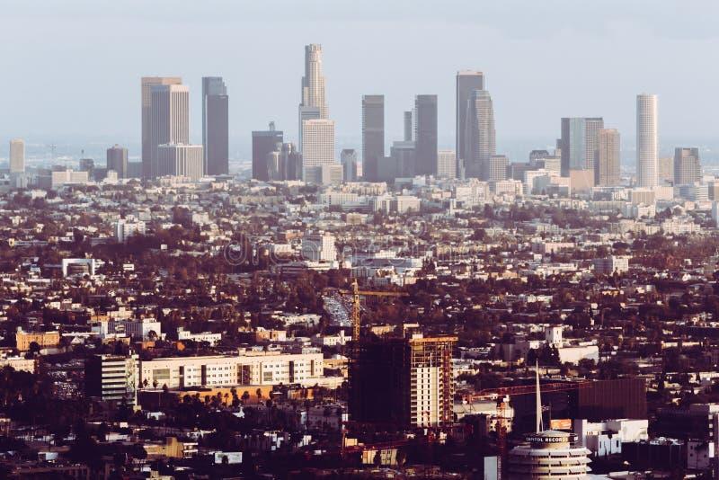 Los Angeles Förenta staterna, cityscape - horisont med retro blick royaltyfri foto