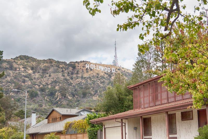 Los Angeles Förenta staterna - Maj, 2018: Den berömda gränsmärket Hollywood för världen undertecknar in Los Angeles, Amerikas för arkivfoto