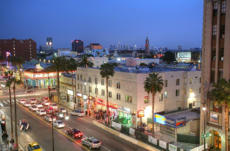 LOS ANGELES - 9 FEBRUARI, 2014: Mening van Hollywood-Boulevard in zonsondergang stock foto