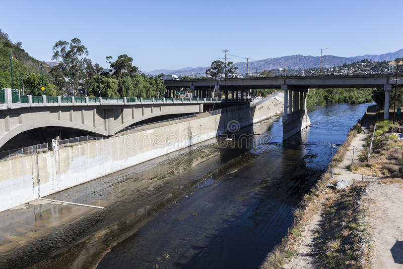 Los Angeles-Fluss bei Autobahn 5 stockfotografie