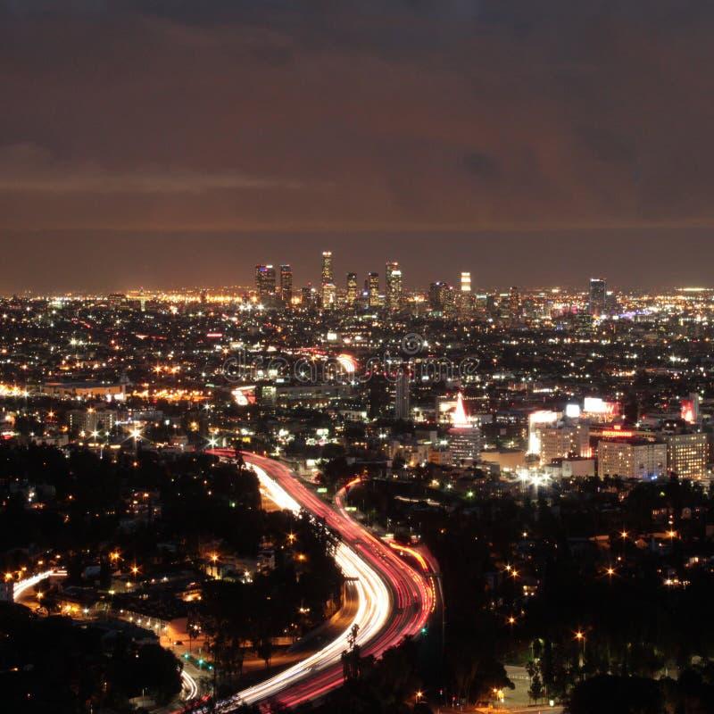 Los Angeles horisont vid natt arkivfoto
