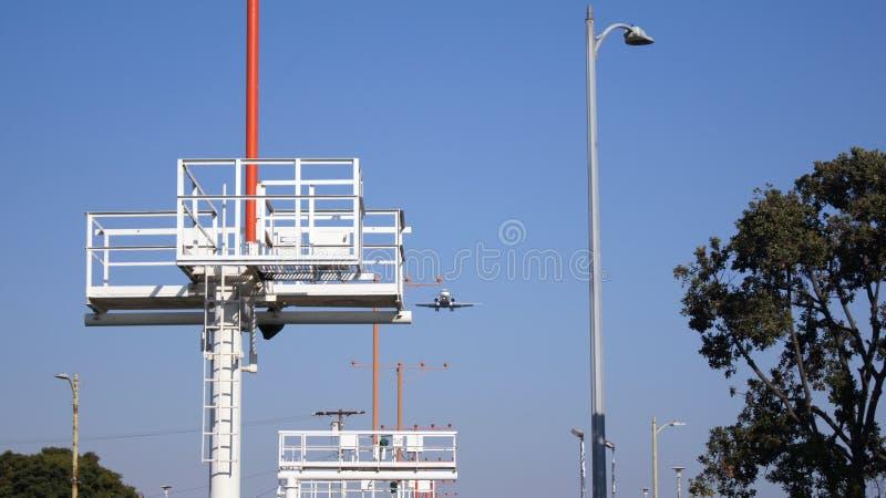 LOS ANGELES, KALIFORNIA, usa - OCT 9th, 2014: samolot pokazywać lądować przy losu angeles lotniska rozwolnieniem króko przedtem obrazy stock