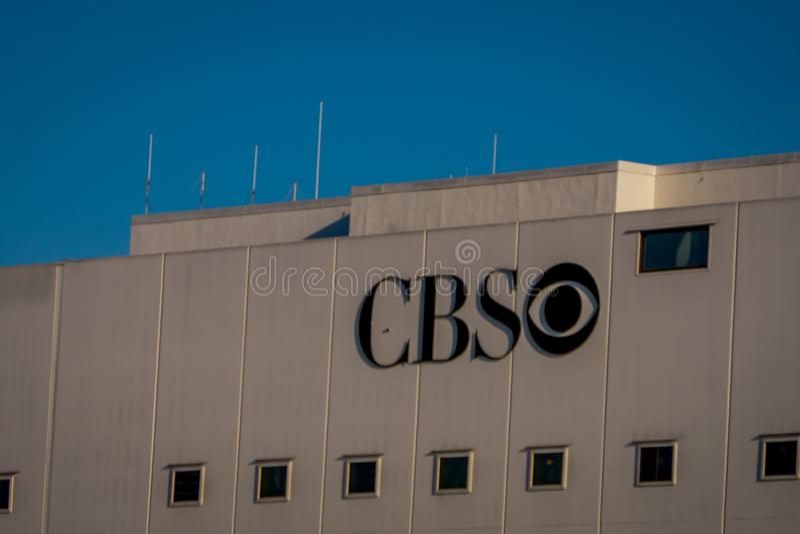 Los Angeles, Kalifornia, usa, SIERPIEŃ, 20, 2018: CBS logo na budynku w Los Angeles, Kalifornia zdjęcia royalty free