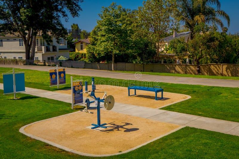 Los Angeles, Kalifornia, usa, SIERPIEŃ, 20, 2018: Plenerowy widok park z kruszcowymi grami używać dla ćwiczenia w Wenecja fotografia royalty free