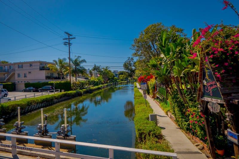 Los Angeles, Kalifornia, usa, SIERPIEŃ, 20, 2018: Wspaniały plenerowy widok starzy kanały Wenecja, budowa opatem Kinney wewnątrz obrazy stock
