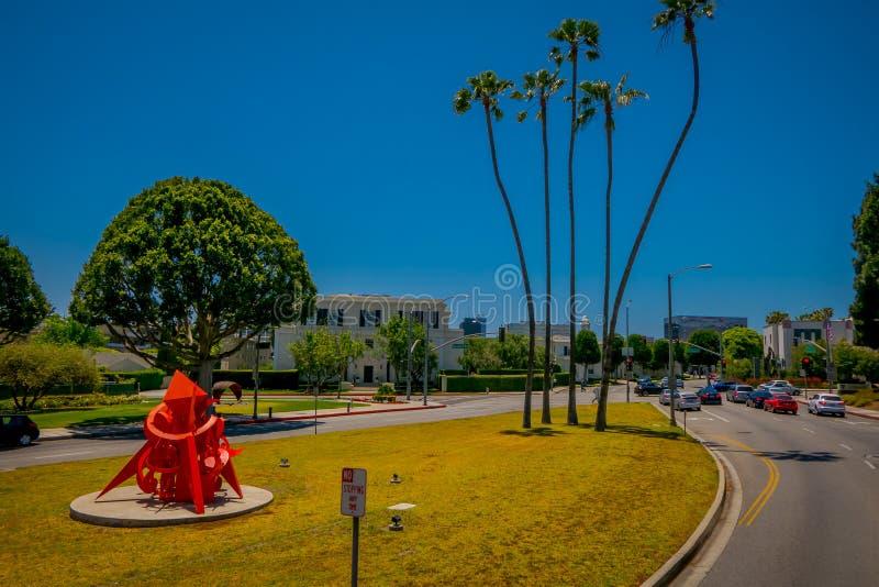Los Angeles Kalifornien, USA, AUGUSTI, 20, 2018: Utomhus- sikt av bilar i Beverly Hills på medborgarcentret på Rexford Dr fotografering för bildbyråer