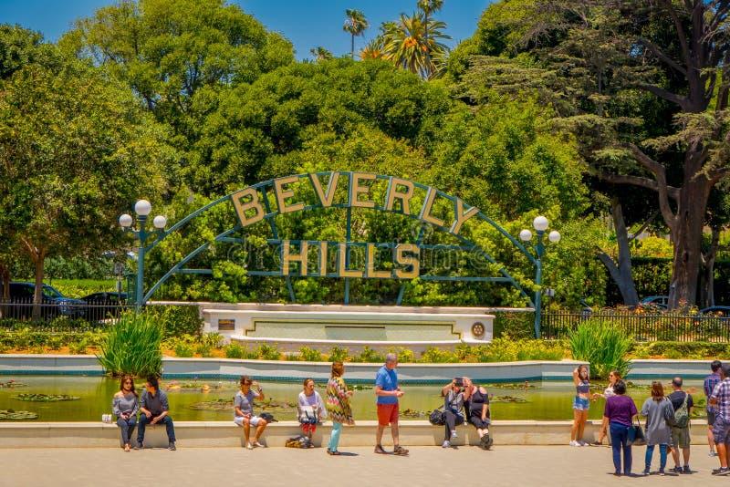 Los Angeles Kalifornien, USA, AUGUSTI, 20, 2018: Utomhus- sikt av oidentifierat folk som tar bilder och framme poserar arkivfoto