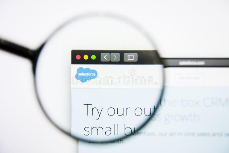 Los Angeles, Kalifornien, USA - 25. Januar 2019: Salesforce-Websitehomepage Salesforce-Logo sichtbar auf Bildschirm lizenzfreie stockfotografie