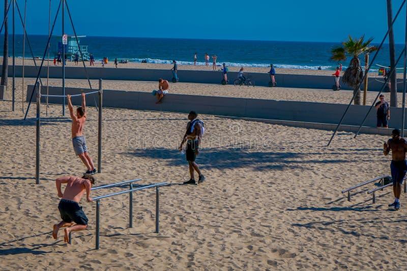 Los Angeles Kalifornien, USA, JUNI, 15, 2018: Den utomhus- sikten av muskelstranden är födelsestället av den fysiska konditionen fotografering för bildbyråer