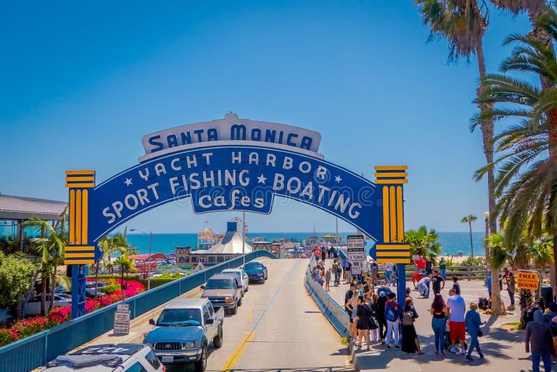 Los Angeles, Kalifornien, USA, JUNI, 15, 2018: Setzen Sie Geher bei Santa Monica Pier auf Ozean Aven in Santa Monica auf den Stra lizenzfreies stockfoto