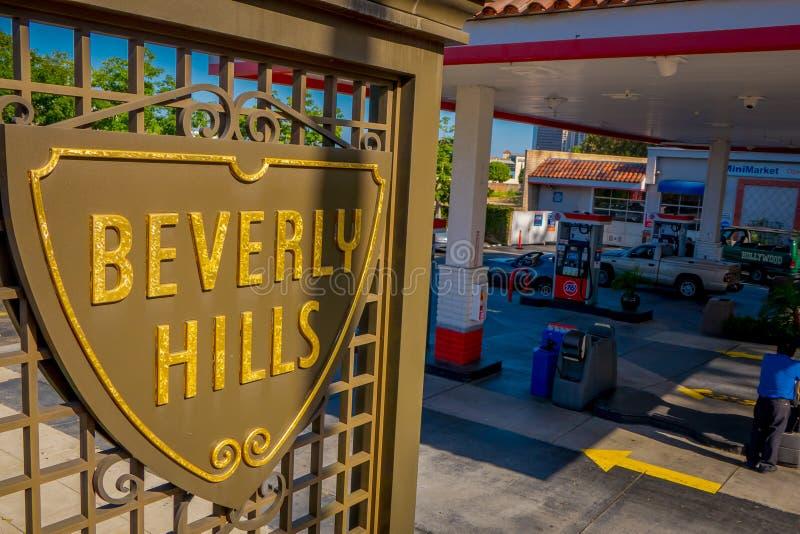 Los Angeles Kalifornien, USA, JUNI, 15, 2018: Slut upp av den Beverly Hills skölden på Santa Monica Boulevard dessa arkivbilder