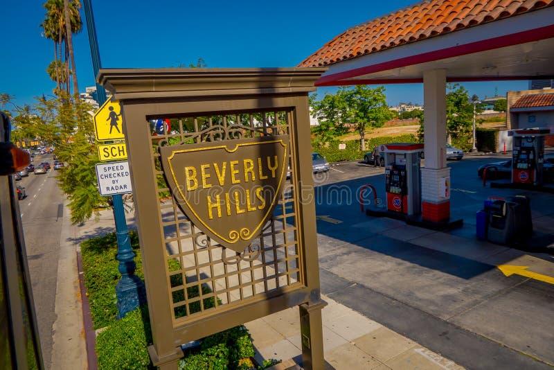 Los Angeles Kalifornien, USA, JUNI, 15, 2018: Slut upp av den Beverly Hills skölden på Santa Monica Boulevard dessa arkivbild