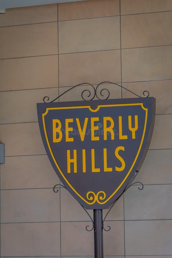 Los Angeles Kalifornien, USA, JUNI, 15, 2018: Utomhus- sikt av Beverly Hills det iconic stadssymbolet i en väggtegelsten av a arkivfoto