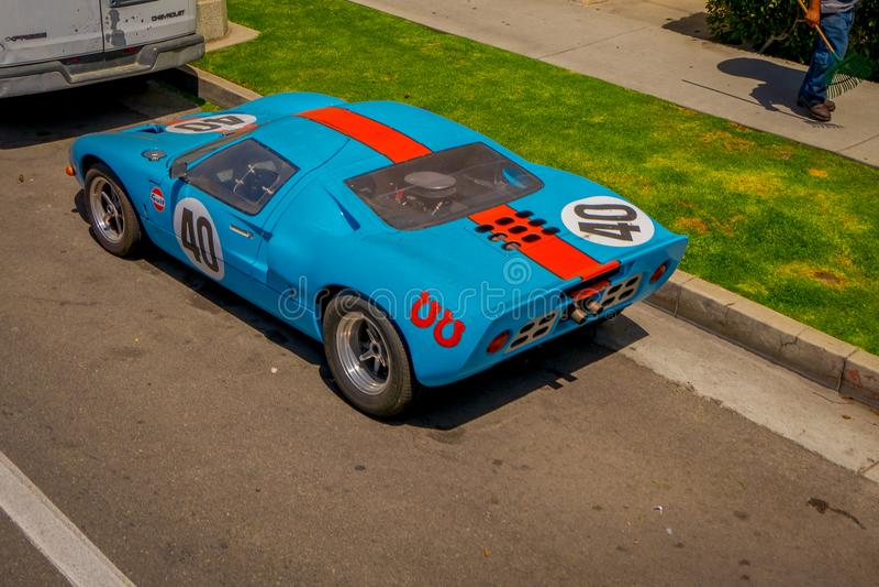 Los Angeles Kalifornien, USA, JUNI, 15, 2018: Utomhus- sikt av den clasical bilen som parkeras på en sida av vägen i Beverly royaltyfri fotografi