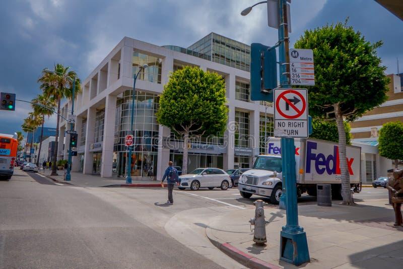 Los Angeles Kalifornien, USA, JUNI, 15, 2018: Utomhus- sikt av oidentifierat folk som går i gatorna på beverly arkivfoton
