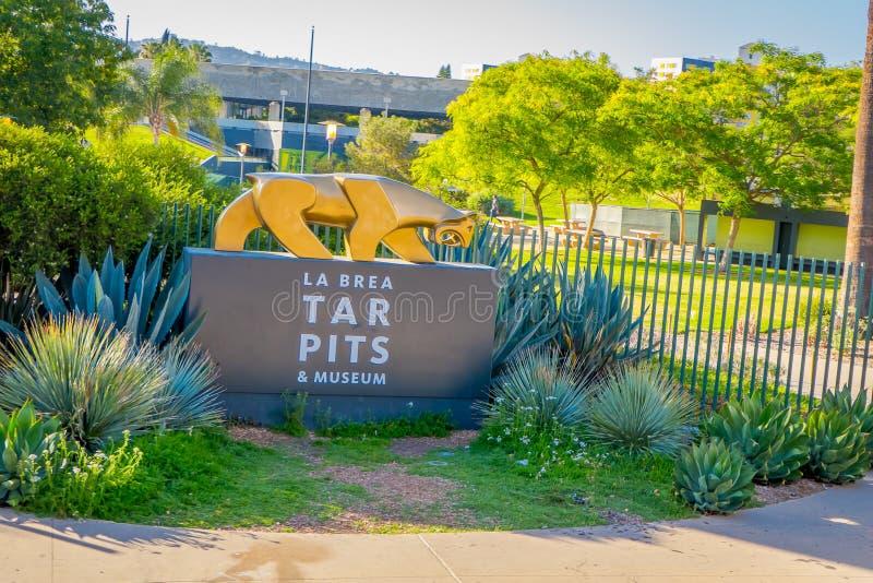 Los Angeles, la Californie, Etats-Unis, AOÛT, 20, 2018 : Fermez-vous du signe à l'entrée de boulevard de Wilshire à la La Brea Ta image libre de droits