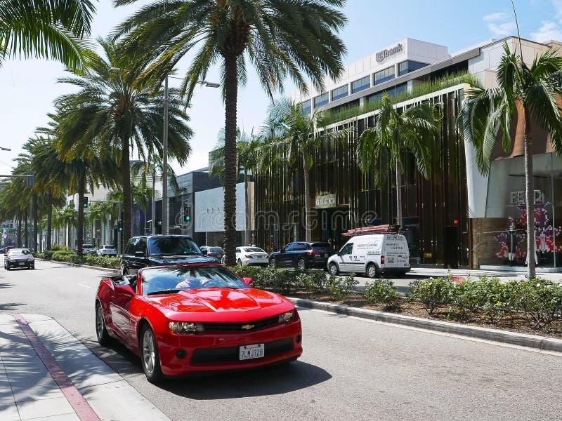 LOS ANGELES, LA CALIFORNIE, ETATS-UNIS - 25 AOÛT 2015 : magasins de luxe et voitures de sport exotiques sur la commande célèbre d photo stock