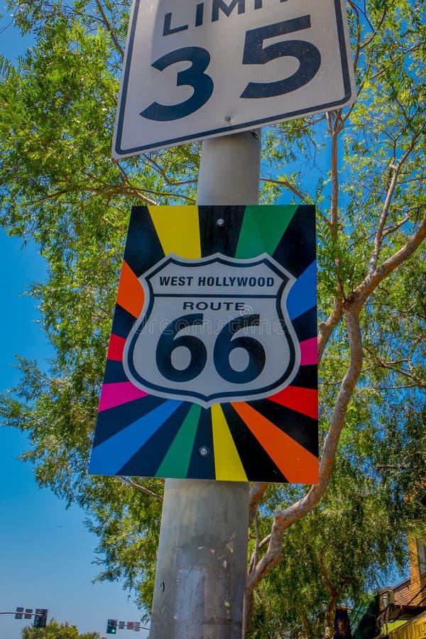 Los Angeles, la Californie, Etats-Unis, AOÛT, 20, 2018 : Vue extérieure de signe instructif de panneau routier original de Route  images stock