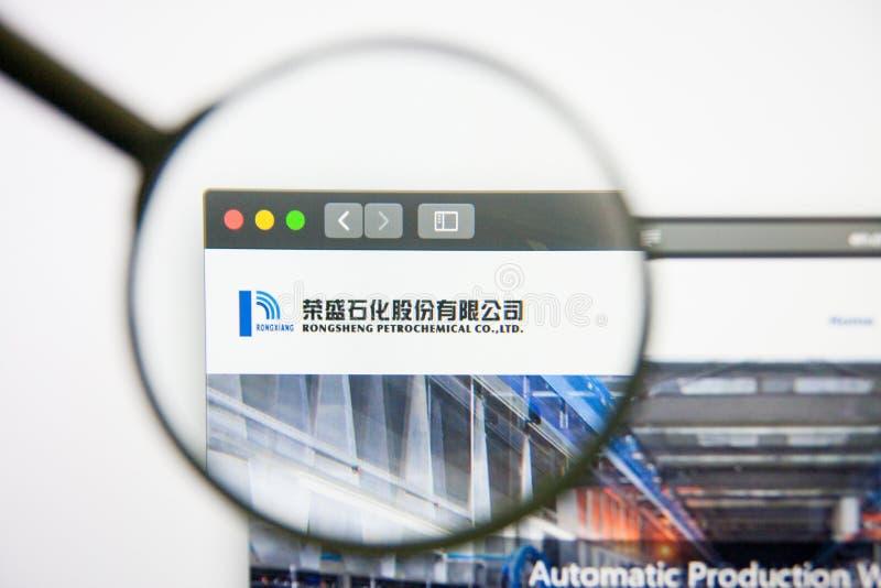 Los Angeles, la Californie, Etats-Unis - 14 février 2019 : Page d'accueil pétrochimique de site Web de Rongsheng Logo pétrochimiq photos stock