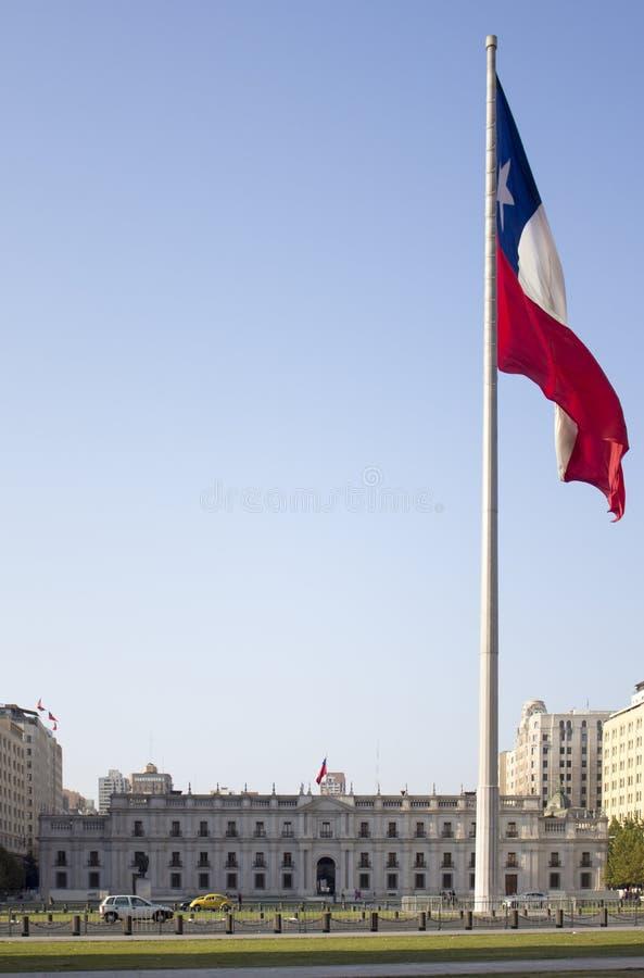 Los Angeles Moneda, Chilijski rządowy pałac z flaga fotografia stock