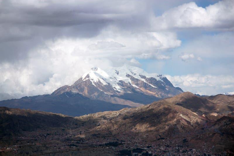 Los Angeles Paz i Illimani góra w Boliwia obraz royalty free