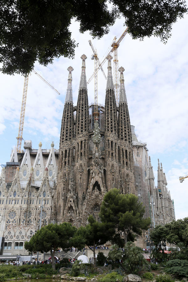Download Los Angeles Sagrada Familia, Projektujący Antoni Gaudi W Barcelona, Zdjęcie Stock - Obraz złożonej z barcelona, sławny: 41950736